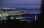 Foto, Bild: Blick vom Grouse Mountain auf Vancouver abends