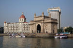 Foto, Bild: Der Triumphbogen Gateway of India und das Hotel Taj Mahal Intercontinental