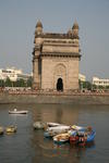 Foto, Bild: Boote vor dem Triumphbogen Gateway of India
